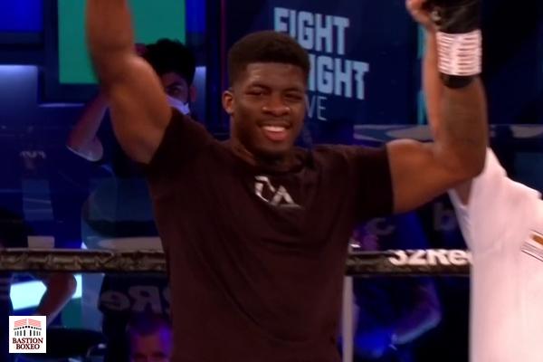 El peso pesado David Adeleye acabó con Matt Gordon en dos rounds
