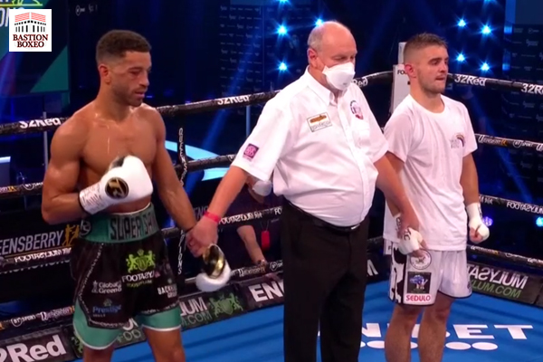 Sam Maxwell venció por decisión unánime a Joe Hughes, el peso pesado Adeleye mantuvo su 100% de knockouts