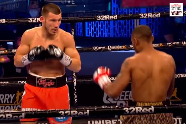 Liam Williams venció en un asalto a Andrew Robinson en campeonato británico del peso medio (Vídeo del combate)