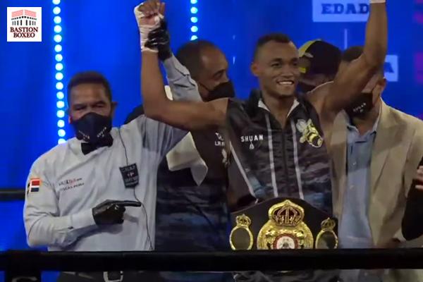 El peso superligero Alberto Puello venció por KO en el sexto asalto al encajador Cristian Coria (Vídeo de la velada)