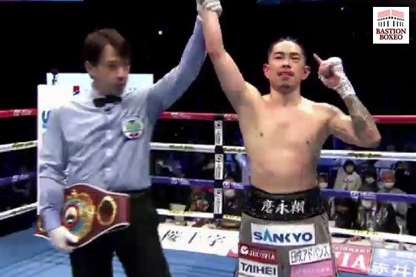 Kazuto Ioka derribó dos veces y venció por KOT a valiente Kosei Tanaka en excelente combate de Fin de Año