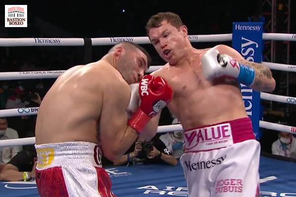 Canelo Álvarez impacta un golpe contra Avni Yildirim