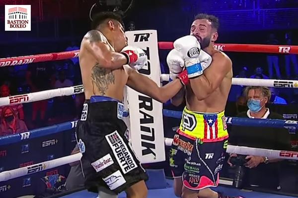 """""""El Vaquero"""" Navarrete derribó cuatro veces a """"Pitufo"""" Díaz y le venció por KOT en el duodécimo round"""