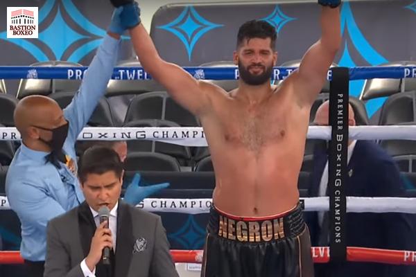"""El peso pesado Negrón venció a Alexander, """"Tigre"""" Granados y Sánchez empataron en el arranque del Ruiz-Arreola (Vídeo de los combates)"""