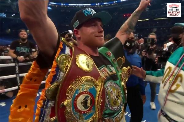 Canelo unificó los títulos mundiales WBA, WBC y WBO del peso supermedio con triunfo por abandono ante Saunders