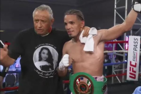 Eridson García después de su victoria ante Armando Frausto