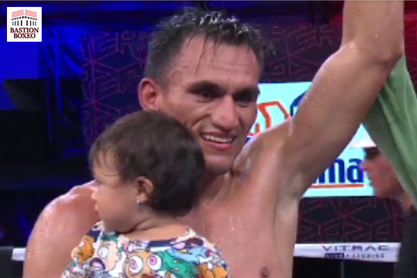 Oziel Santoyo es proclamado ganador en su combate contra Mauricio Noriega