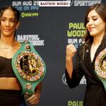 Amanda Serrado y Yamileth Mercado posan en conferencia de prensa