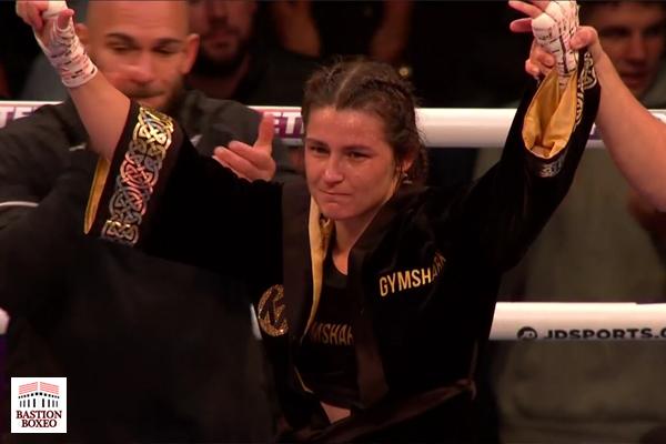 Katie Taylor es proclamada ganadora después de su combate ante Jennifer Han